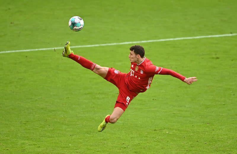 10-man Bayern romp past Stuttgart in Bundesliga