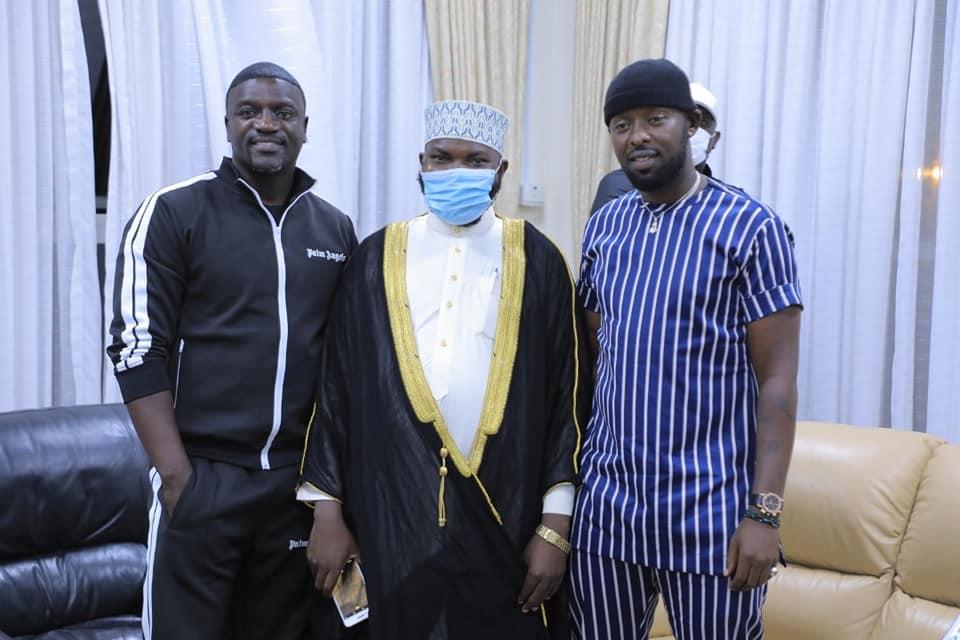 American Singer Akon arrives in Uganda
