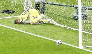 Patrik Schick scores twice as Czech Republic beat Scotland